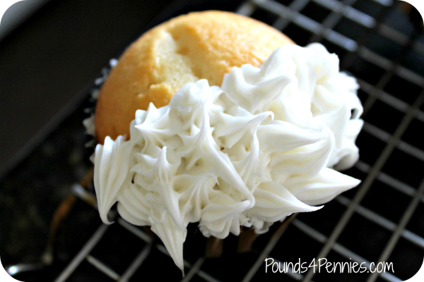 Cruella De Vil Cupcakes White